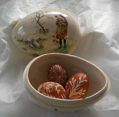Ceramic Easter Egg open
